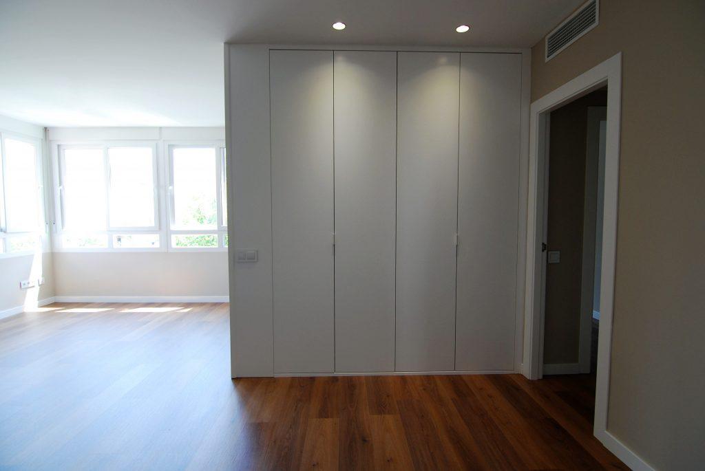 Combinar puertas y tarima best parquet roble con muebles - Combinar suelo y puertas ...